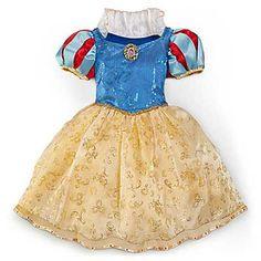 NavegaçãoComo fazer Fantasias Branca de NeveImortalizada pelos filmes da Disney lá dos anos 90, a Branca de Neve é uma das princesas mais queridas da criança e dos pais também. É tema de festas infantis, de quartos para bebês e crianças e sempre rende boas decorações. Há bonecas, coleções temáticas de brinquedos e boas dicas …
