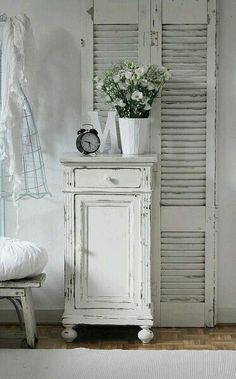 4 Fascinating Tips: Shabby Chic Furniture Turquoise shabby chic chairs birthday parties.Shabby Chic Garden French shabby chic bathroom on a budget.Shabby Chic Home Chandeliers. Shabby Chic Moderne, Cottage Shabby Chic, Cocina Shabby Chic, Modern Shabby Chic, Style Shabby Chic, Shabby Chic Bedrooms, Shabby Chic Kitchen, Shabby Chic Homes, Shabby Chic Furniture
