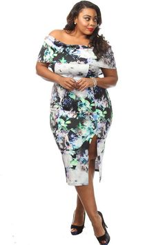 0149468b0ac This stunning plus size dress features a printed body