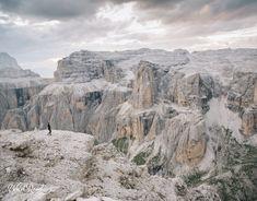 wildroad_dolomites_passopordoi4 Sac A Dos Trek, Grand Canyon, Formations Rocheuses, Road Trip, Italy Travel, Italy Trip, Trekking, Mount Rushmore, Mountains