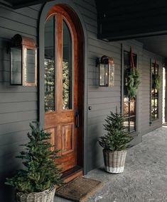Exterior Colors, Exterior Design, Interior And Exterior, Grey Exterior, Farmhouse Homes, Modern Farmhouse, Farmhouse Ideas, Country Homes, My Dream Home