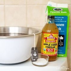 5 Homemade Soaks to Remove Foot Odor. This amazing soaks to remove foot odor is simple effective in kicking out odor-causing culprits. by madelinem Foot Remedies, Natural Remedies, Health Remedies, Get Rid Of Stinky Feet, Homemade Foot Soaks, Foot Odor, Feet Care, Homemade Beauty, Cleaning