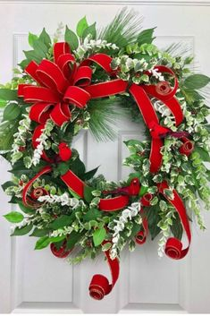 35 Fabulous Winter Wreaths Design Ideas Best For Your Front Door Decor - When most of us think of front door wreaths we think circle, evergreen and Christmas. Wreaths come in all types of materials and shapes. Wreaths For Sale, How To Make Wreaths, Holiday Wreaths, Winter Wreaths, Spring Wreaths, Summer Wreath, Gold Christmas Decorations, Christmas Ideas, Christmas Crafts