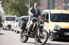 The new 007 film, Skyfall, will feature Daniel Craig as James Bond aboard a Honda motorcycle. James Bond Skyfall, New James Bond, James Bond Movies, James Bond Daniel Craig, Daniel Craig Skyfall, Craig 007, Rachel Weisz, Sidecar, Dr 650