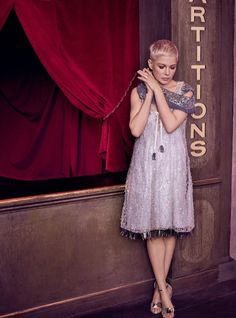 """The Greatest Showman"" actress Michelle Williams covers the February 2018 issue of Harper's Bazaar UK magazine photographed by Agata Pospieszynska and Fancy Hairstyles, Pixie Hairstyles, Short Hairstyles For Women, Short Haircuts, Love Her Style, Cut And Style, Michelle Williams Pixie, Louis Vuitton Dress, Pixie Crop"