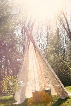 More ideas that will give you a feel for the setup. imagine that sunlight beaming through! We shall pray for sun! Diy Tipi, Diy Lace Teepee, Outdoor Photos, Outdoor Fun, Photo Props, Photo Booth, Pow Wow Party, Bamboo Crafts, Photography Props