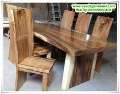 Set Meja Makan Trembesi Kayu Solid – Salah satu hasil olahan dari Mebel Jepara kami saat ini adlaah Meja Makan Trembesi yang terbuat dari jenis kayu trenbesi Solid, dimana memiliki diameter yang cukup besar sehingga bisa di jadikan Meja utuh.
