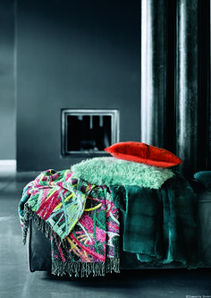 Orange und türkis ergeben ungewöhnliche, aber tolle Farbhighlights auf dem Sofa - am besten im mix&match