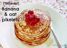 Healthy banana oat pikelets in the Thermomix Banana Pikelets, Banana Oat Pancakes, Banana Oats, Healthy Vegan Snacks, Healthy Baking, Healthy Desserts, Healthy Breakfasts, Pikelet Recipe, Thermomix Desserts