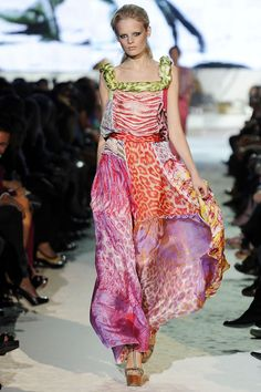 Just Cavalli Spring 2009 Ready-to-Wear Fashion Show Couture Fashion, Runway Fashion, Spring Fashion, Fashion Show, Womens Fashion, Ethnic Fashion, Tropical Dress, Flowing Dresses, Fashion Prints