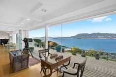 Ezt a kanadai házat nézte ki otthonának Meghan Markle és Harry herceg Meghan Markle, Vancouver Real Estate, Canada House, Period Living, Moving To Canada, Modern Mansion, Buying A New Home, Michelle Pfeiffer, Vancouver Island