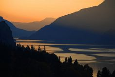 Columbia River Gorge, Washington and Oregon. Best Places to hike in The United States ~ Travelust 88 California Camping, Columbia River Gorge, Oh The Places You'll Go, Places To Visit, California National Parks, Rocky Mountain National Park, Best Hikes, The Great Outdoors, The Good Place