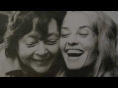 Marguerite Duras and Jeanne Moreau 1972 Jeanne Moreau, Famous Couples, Famous Women, Patrick Modiano, Take A Smile, Marguerite Duras, I Love Cinema, Bild Tattoos, Colette