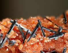 Groutite (orthorhombic manganese oxide) crystal formation