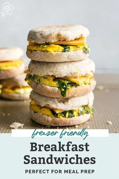 Freezer friendly Breakfast Sandwiches that you can make ahead of time then reheat in the morning! Prep a sheet pan of eggs, lay out english muffins, top with cheese and wrap to store in the fridge or Vegetarian Breakfast Recipes, Brunch Recipes, Dinner Recipes, Kitchen Recipes, Oven Recipes, Healthy Meal Prep, Healthy Recipes, Healthy Snacks, Healthy Eating