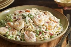 Turn your kitchen into the best Italian place in town with this Shrimp Carbonara. In 25 minutes you'll have classic Shrimp Carbonara. Kraft Recipes, Kraft Foods, Seafood Dishes, Pasta Dishes, Fish Dishes, Recipe Details, So Little Time, Dessert, Love Food