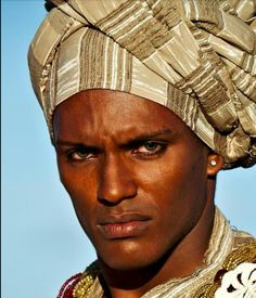 'More than a face' by Francisco Cribari - human - people - portrait - photography Black Is Beautiful, Beautiful Eyes, Beautiful World, Beautiful People, Cultures Du Monde, World Cultures, Photo Portrait, Pencil Portrait, Too Faced