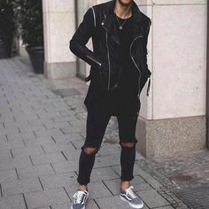 8 Cool all black outfits! All Black Urban Outfits, All Black Outfit, Black Outfits, Urban Street Style, Casual Wear, Streetwear, Black Jeans, Mens Fashion, Black And White