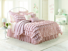 Cute for a teenage girl bed L C Lauren Conrad bedding adds a chic touch to a drab dorm room. Lauren Conrad Bedding, Lc Lauren Conrad, Laura Conrad, Ralph Lauren, Kohls Bedding, Comforter Sets, Chic Bedding, Bed Sets, Ruffle Duvet
