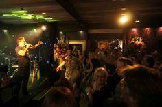 Naast coverband trad ook Gerard Joling nog op tijdens dit mooie feest! www.actondemand.nl