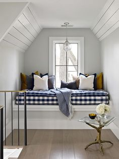 Modern Farmhouse Reading Nook with Navy Blue and White Checkered Cushion Check out these modern farmhouse checkered decor ideas! Checkered decor has a special place in modern farmhouse style. Take a look! Farmhouse Style Kitchen, Farmhouse Interior, Modern Farmhouse Kitchens, Modern Farmhouse Decor, Home Decor Kitchen, Modern Cottage Decor, Kitchen Ideas, Farmhouse Ideas, Rustic Farmhouse