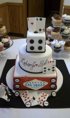 Las Vegas Wedding Cake-such a cute idea! Vegas Themed Wedding, Casino Wedding, Themed Wedding Cakes, Wedding Sweets, Las Vegas Weddings, Themed Cakes, Wedding Themes, Wedding Ideas, Wedding Decorations