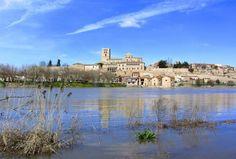 Zamora, La bien cercada - Río Duero crecido a su paso por Zamora, al fondo la Catedral
