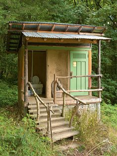 Outdoor Bathrooms 573786808777778599 - Source by margotsnelder Home Garden Design, Home And Garden, Outdoor Toilet, Outside Toilet, Outhouse Bathroom, Outdoor Bathrooms, Composting Toilet, Toilet Design, Tiny House Cabin