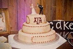 Aggie wedding cake | baseball groom's cake | Texas A&M wedding Original source: http://www.laurakellerman.com/blog/2013/8/-wedding-brodie-natalie-a-very-aggie-i-do