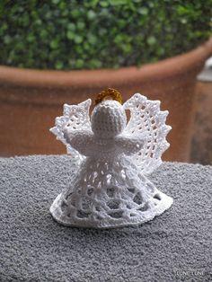 gehaakt engeltje (Annuska) met goude aureol, voorkant, kerst,haken, crochet