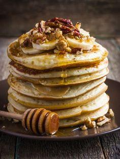 Gesunde Haferflocken-Pancakes mit Bananen Healthy Breakfast: Banana Oatmeal Pancakes – Healthy Pancakes – recipe from Kayla Itsines Banana Oatmeal Pancakes, Banana Oats, Banana Fruit, Oatmeal Bars, Baked Oatmeal, Banana Bread, Banana Design, Savoury Cake, Bananas