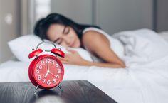 O ato de dormir é uma necessidade básica inerente de todo ser vivo. Uma boa noite de sono auxilia na melhora de diversos aspectos físicos e emocionais. E por isso, pensando na importância da qualidade do seu descanso que convidamos as psiquiatras Nádia Faris (CRM 171243   RQE 71815) e Renata Melo (CRM 177530   […] O post Descubra o que é higiene do sono e tenha um sono de qualidade apareceu primeiro em Dicas de Mulher. Vivo, Good Night Sleep, Routine