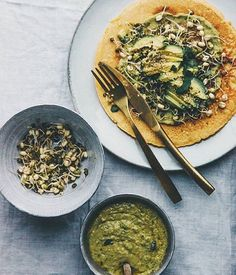 We looooove this sprouts-avocado-salsa situation that @nourish_atelier has going on. Where are you finding lively, spring-hopeful greens in the middle of winter? Tag 'em #f52grams, and we'll regram our favorites.