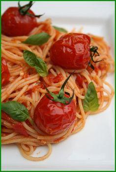 Spaghetti aux tomates cerises grillées et au basilic
