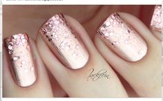 Metallic, glitter peach/gold nail design