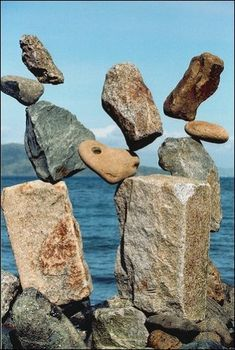 The art of stone balancing Land Art, Stone Decoration, Stone Balancing, Stone Cairns, Balanced Rock, Rock Sculpture, Stone Sculptures, Balance Art, No Photoshop