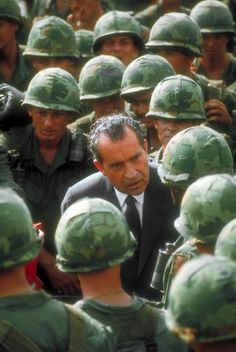 Vietnam War soldiers with Nixon,