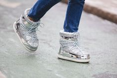 silver meatllic glitter shoes-mon boots-snow boots-nyfw street style-ref29