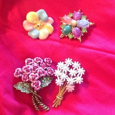 Gorgeous Brooch Bundle 4 Piece Floral Set. In good condition. Avon Jewelry Brooches