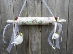 : Shabby Deco Hanger Wood Pastry Roll Nostalgia Rose by Purforeigner´s Deko Sh . - : Shabby Deko Hanger wood rolling pin nostalgia rose by Purforeigner´s Deko Sh … # deko # traile - Estilo Shabby Chic, Shabby Chic Style, Shabby Chic Decor, Shabby Shop, Shabby Vintage, Jar Crafts, Diy And Crafts, Shabby Chic Accessories, Christmas Scents