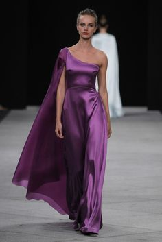 Housd Dayne - Marcos Luengo Prêt à Porter Primavera/Verano 2016 Couture Mode, Couture Fashion, The Dress, Fancy Dress, Fashion Week, Fashion Show, Formal Wear, Formal Dresses, Purple Fashion