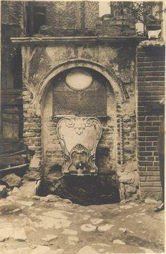 Hoca Paşa ÇeşmesiÇeşme, günümüzde Hocapaşa Camii altında bulunmaktadır.