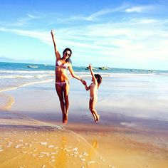 Pin for Later: This Week's Cutest Celebrity Candids  Alessandra Ambrosio had a sweet beach day with her daughter.
