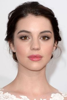 The look: Taupe shadow all the way to the brows with stained pink lips. For the eyeshadow, try Bobbi Brown Eye Shadow in Taupe, and for the lips, try either blotting down a lipstick shade you like, or something like BECCA Beach Tint in Watermelon. #pinklipsbrunette