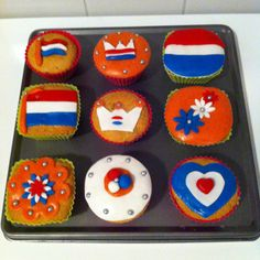 Fun Cupcakes, Cupcake Cookies, Kings Day Netherlands, Cubs Cake, King Birthday, Elderly Activities, Baking With Kids, Dutch Recipes, National Holidays