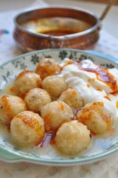 Valigülü Köftesi – Pilav tarifi – The Most Practical and Easy Recipes Meatloaf Recipes, Meat Recipes, Healthy Recipes, Turkish Recipes, Ethnic Recipes, Whole30, Yogurt, Paleo, Salads