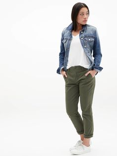 Outfit Jeans, Kaki Outfits, Olive Pants Outfit, Jogger Pants Outfit, Outfits Damen, Outfits Mujer, Jeans Kaki, Olive Jeans, Kaki Pants