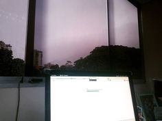 Tarde lluviosa en Caracas #MiercolesDeLluvia #SonDetalles #Vista #Oficina #Ávila