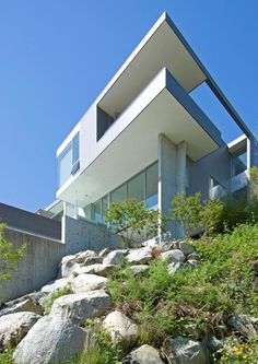 Mcleod Bovell Modern #Houses have designed a single-family home in West #Vancouver, Canada.