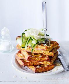 Kesäkurpitsavohvelit – brunssipöydän rapeimmat suolapalat | Maku Salmon Burgers, French Toast, Sandwiches, Snacks, Baking, Breakfast, Ethnic Recipes, Food, Kite